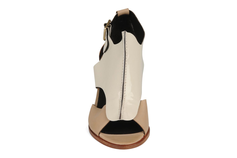 Sandalen Tila March Sandal patch beige schuhe getragen