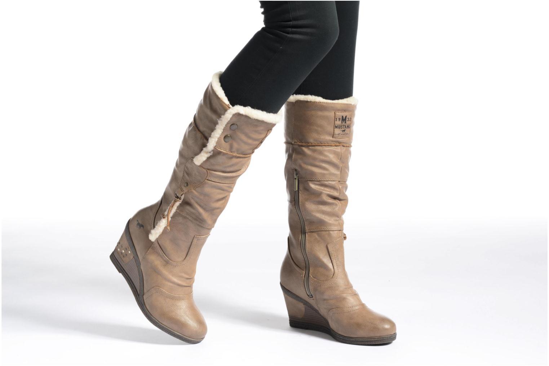 Stiefel Mustang shoes Jessia beige ansicht von unten / tasche getragen