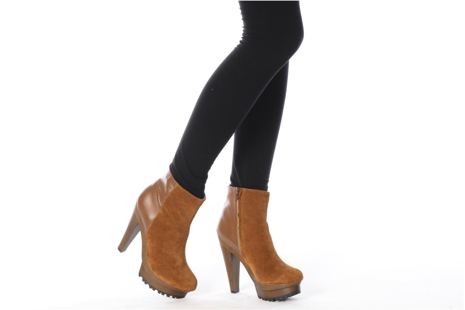 Ankle boots Friis & company Beata Brown view from underneath / model view