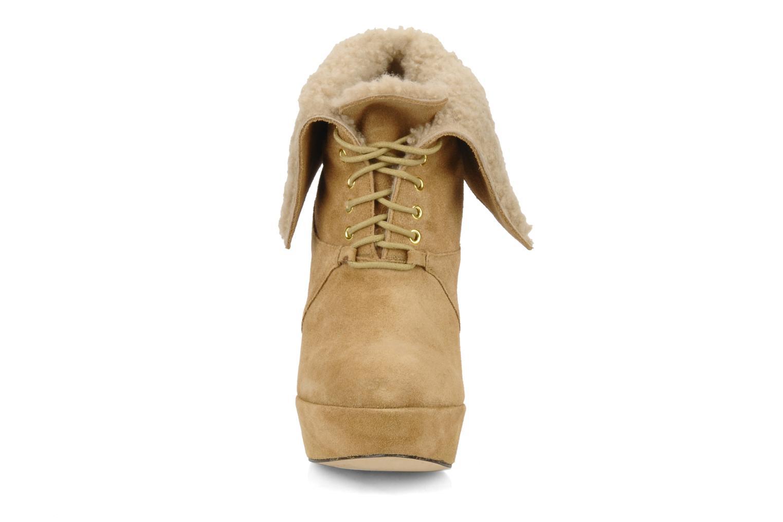 Ankle boots Pour La Victoire Aileen Beige model view