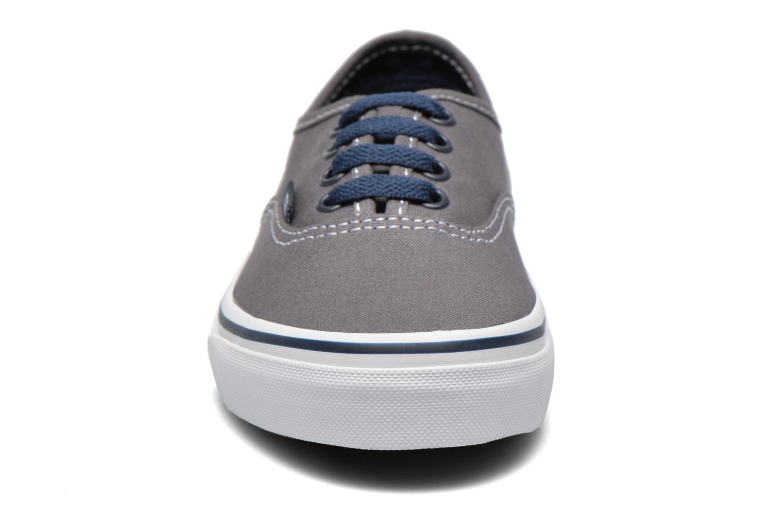 Sneaker Vans Authentic E grau schuhe getragen