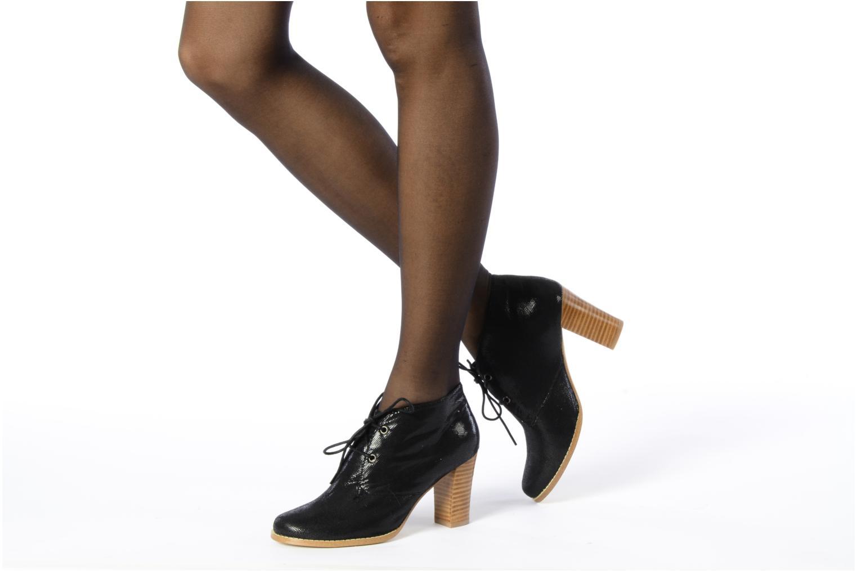 Chaussures à lacets Georgia Rose Itsaso Noir vue bas / vue portée sac