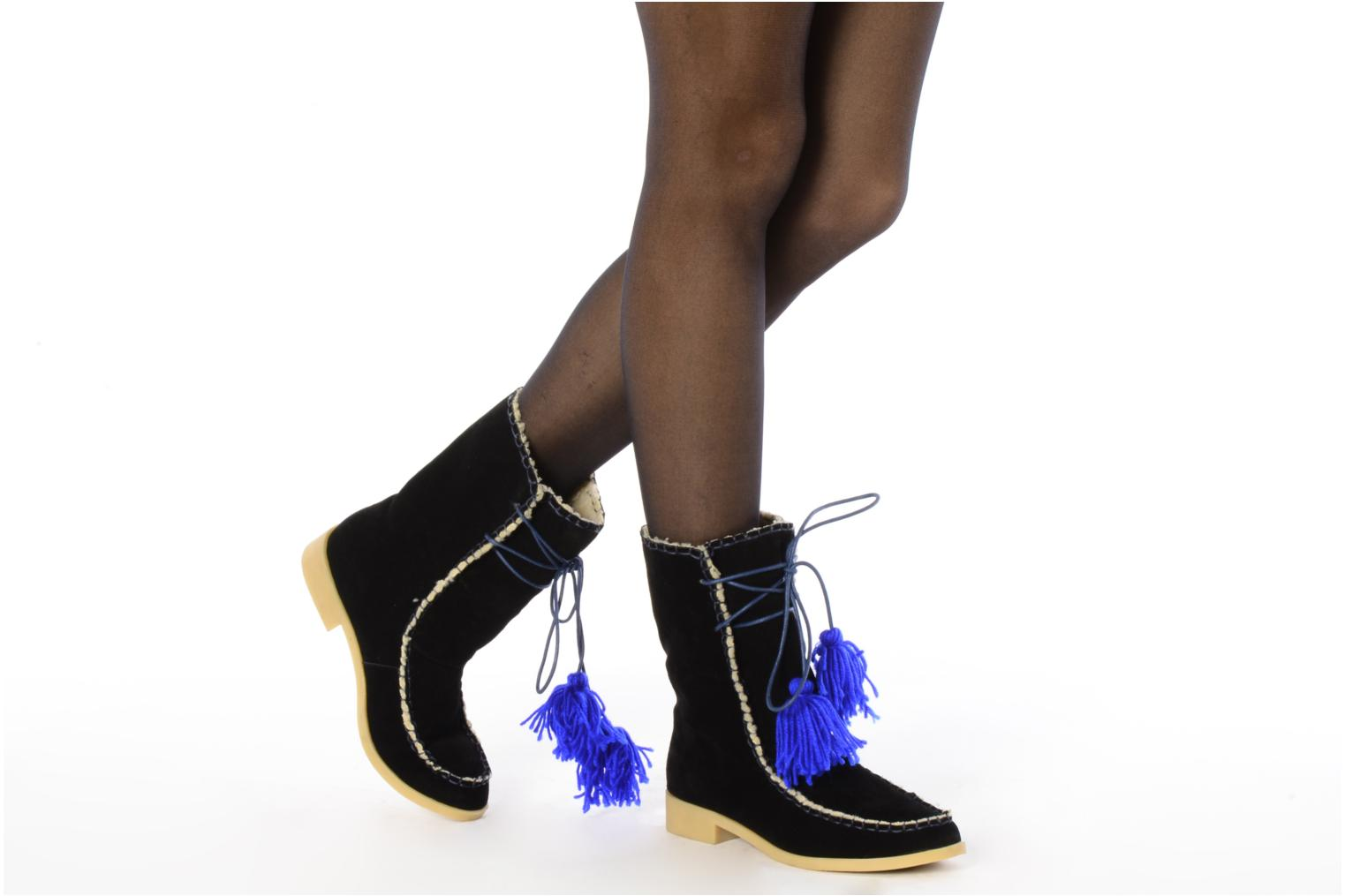 Ankle boots Mellow Yellow Kinuit Black view from underneath / model view