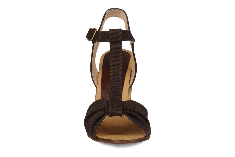 Sandales et nu-pieds Georgia Rose Dayana Marron vue portées chaussures