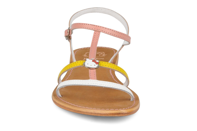 Sandali e scarpe aperte Hello Kitty Cute Rosa modello indossato