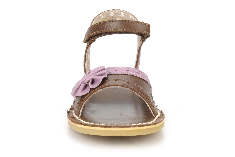 Sandales et nu-pieds Kickers Corine Marron vue portées chaussures