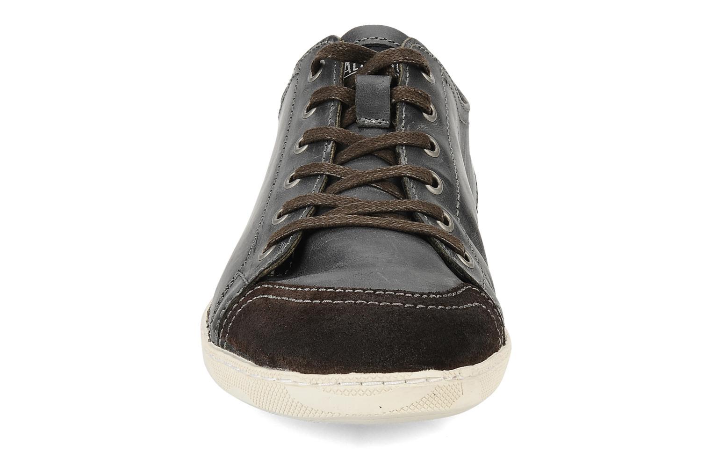 Sneakers Palladium Dali smk Nero modello indossato