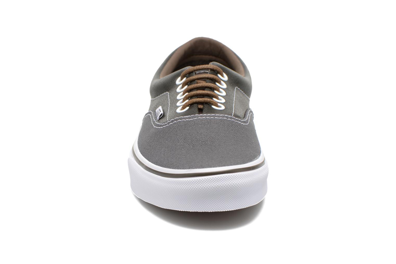 Baskets Vans Era Gris vue portées chaussures