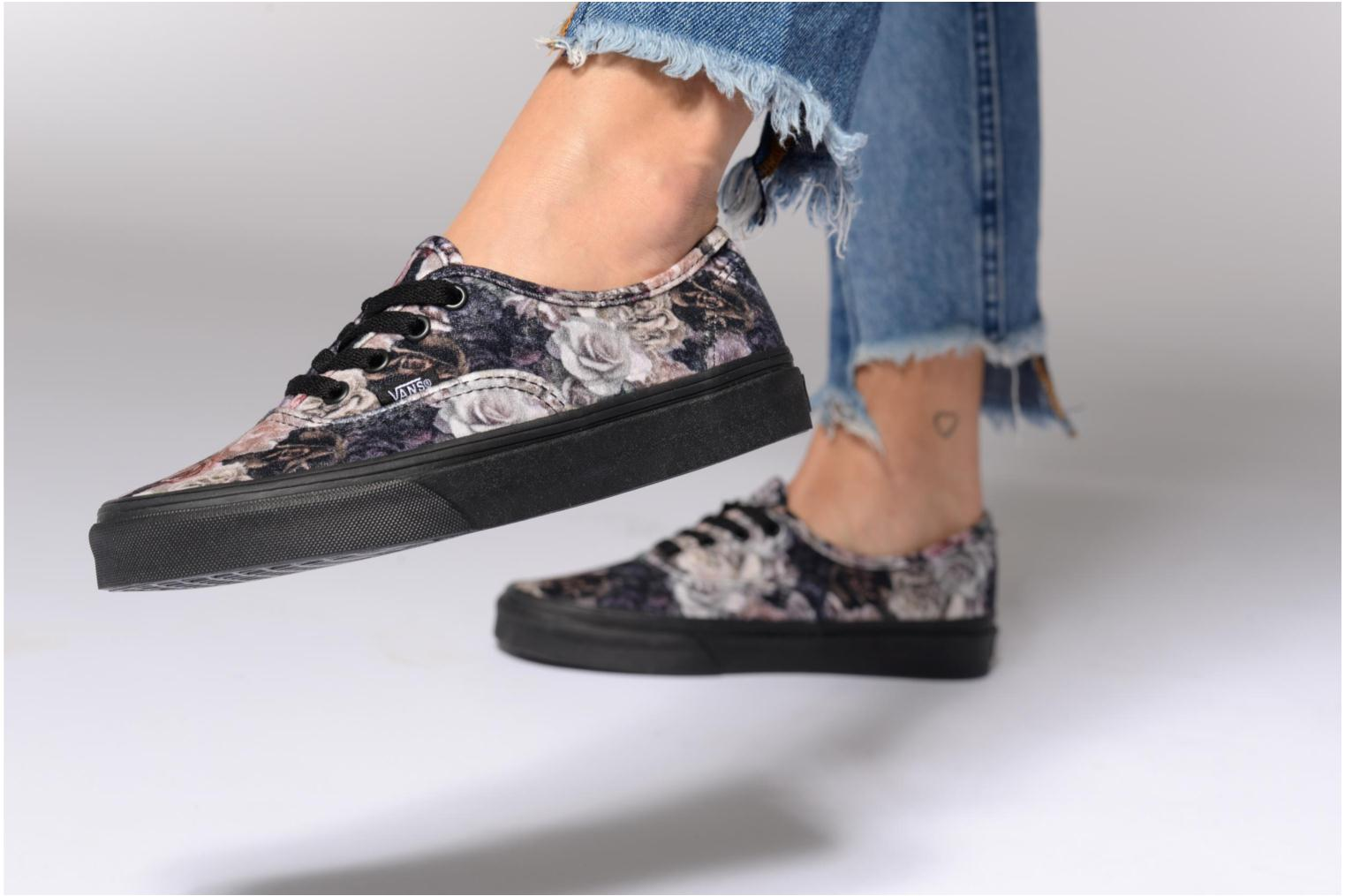 Baskets Vans Authentic w Noir vue bas / vue portée sac