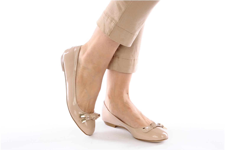 Ballerinas Carvela LINDSEY beige ansicht von unten / tasche getragen