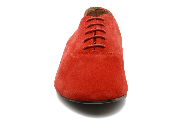 Scarpe con lacci Base London Sax Rosso modello indossato