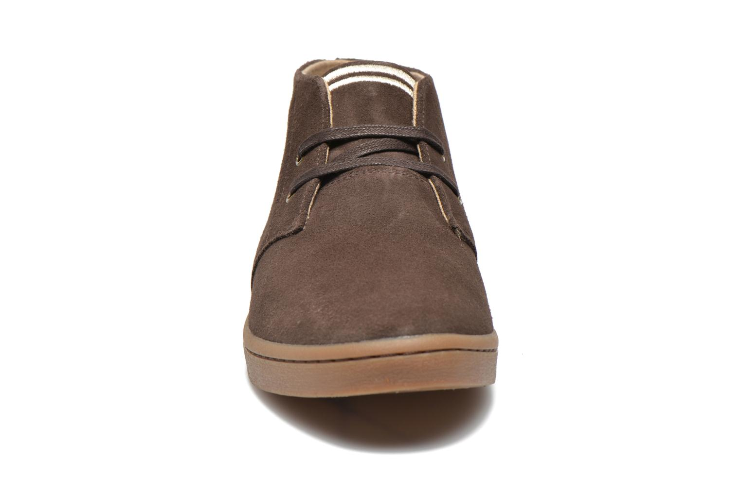 Baskets Fred Perry Byron Mid Suede Marron vue portées chaussures