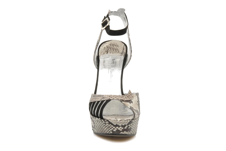 Sandalen Terry de Havilland Margaux schwarz schuhe getragen