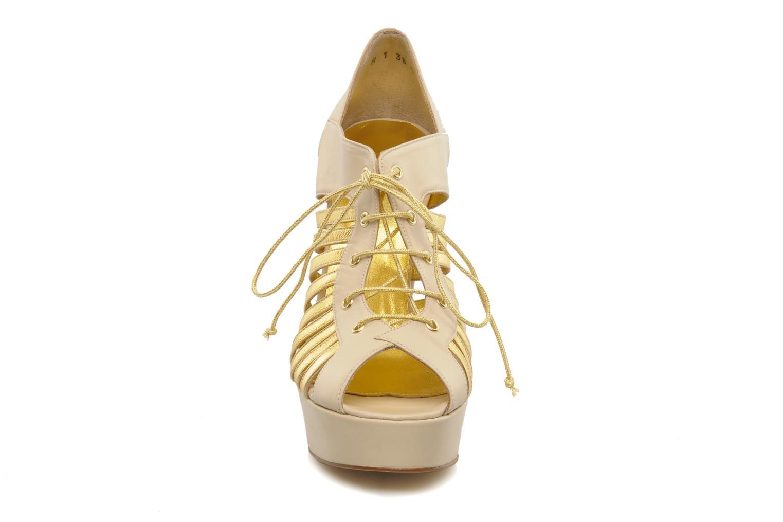 Escarpins Terry de Havilland Jessie Or et bronze vue portées chaussures