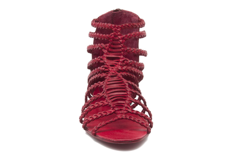 Sandali e scarpe aperte Koah Rihanna Rosso modello indossato