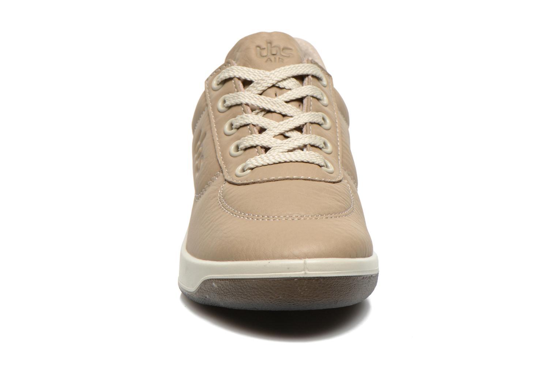 Baskets TBS Easy Walk Brandy Beige vue portées chaussures