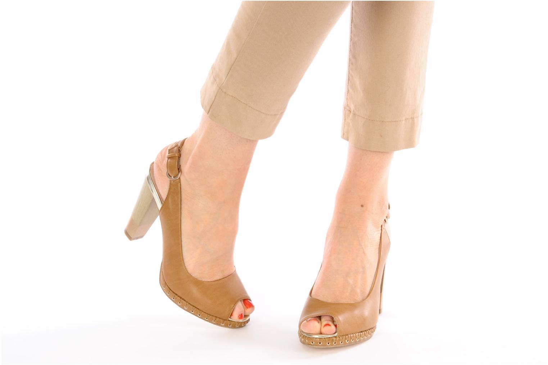 Sandalen Chocolate Schubar Celeste beige ansicht von unten / tasche getragen