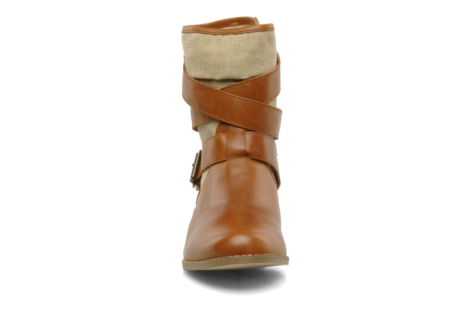 Ankle boots Mellow Yellow Badilla Brown model view