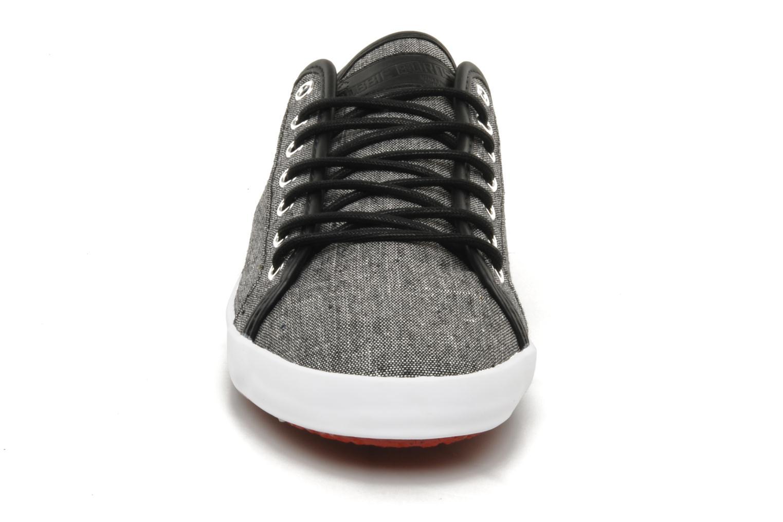 Sneakers Bobbie Burns Basic low textile M Grigio modello indossato