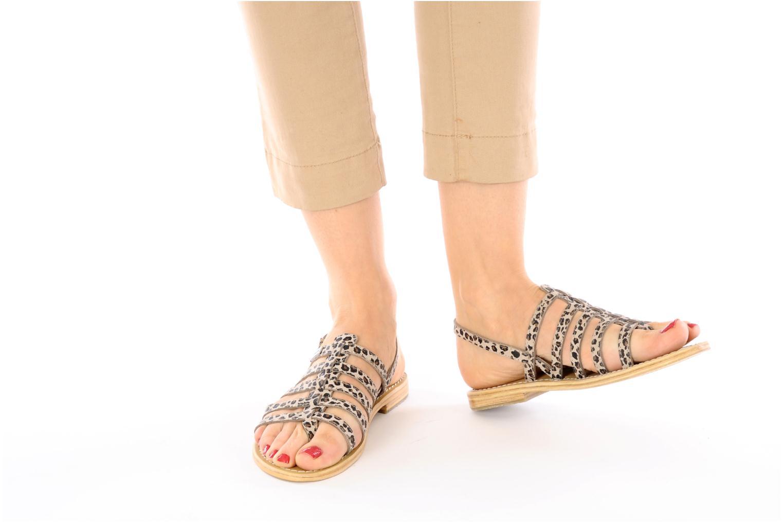 Sandalen Les Tropéziennes par M Belarbi Leopard mehrfarbig ansicht von unten / tasche getragen