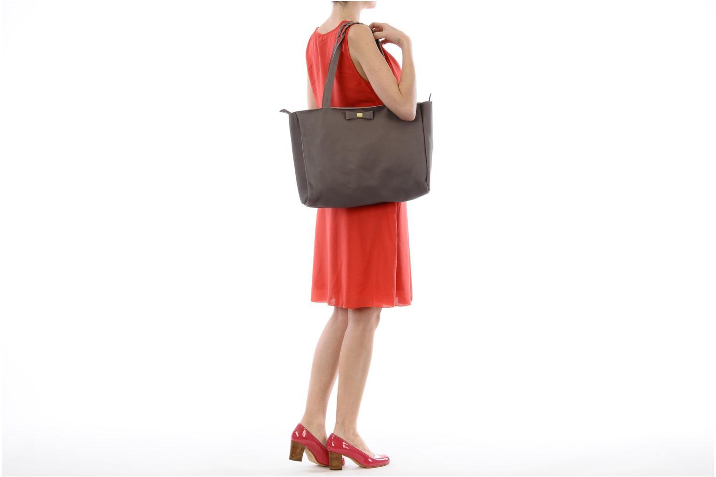 Handbags Petite mendigote QUEEN VICTORIA CABAS Grey view from above