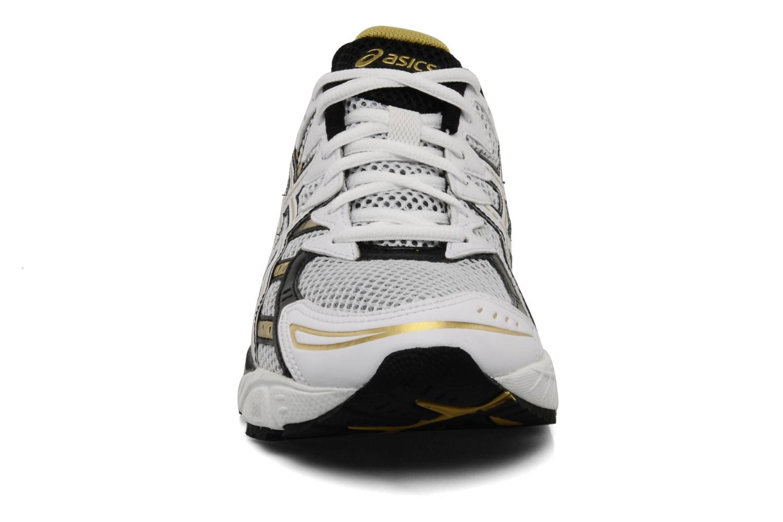Chaussures de sport Asics Gel Virage 6 Blanc vue portées chaussures