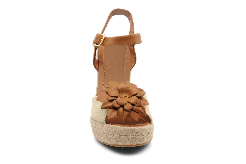 Sandales et nu-pieds Bertie Giotto Beige vue portées chaussures