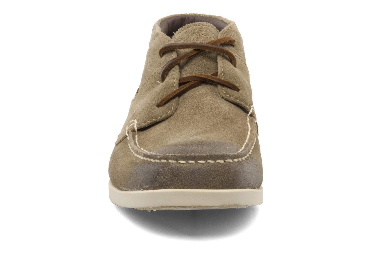 Zapatos con cordones Timberland CL 16 Chukka Beige vista del modelo
