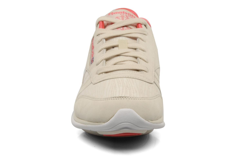 Chaussures de sport Reebok Easytone CL Leather Beige vue portées chaussures