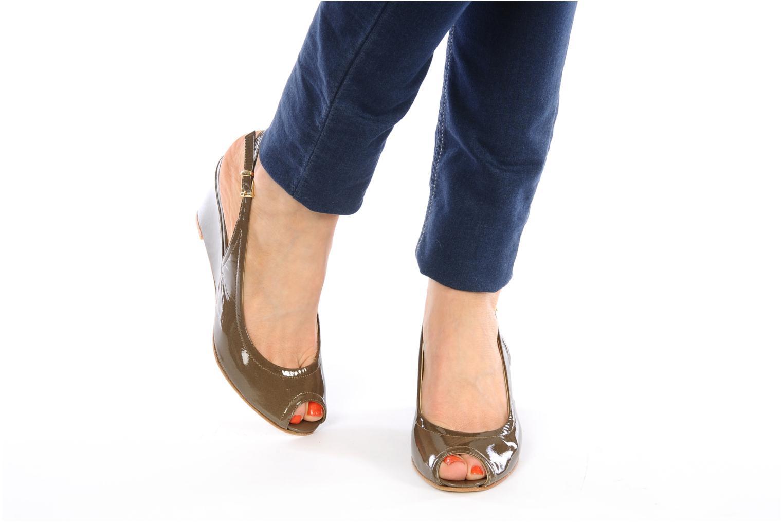 Sandales et nu-pieds Elizabeth Stuart Bambi 348 Marron vue bas / vue portée sac