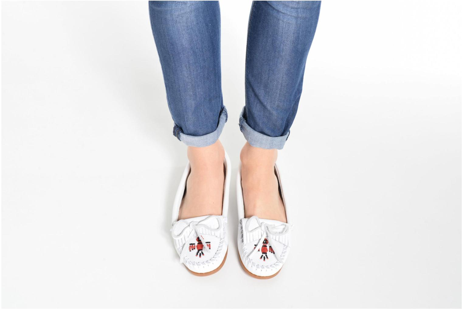Loafers Minnetonka THUNDERBIRD 2 White view from underneath / model view