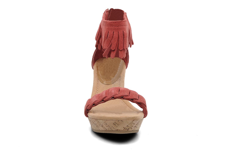 Sandales et nu-pieds Minnetonka Nicki Rouge vue portées chaussures