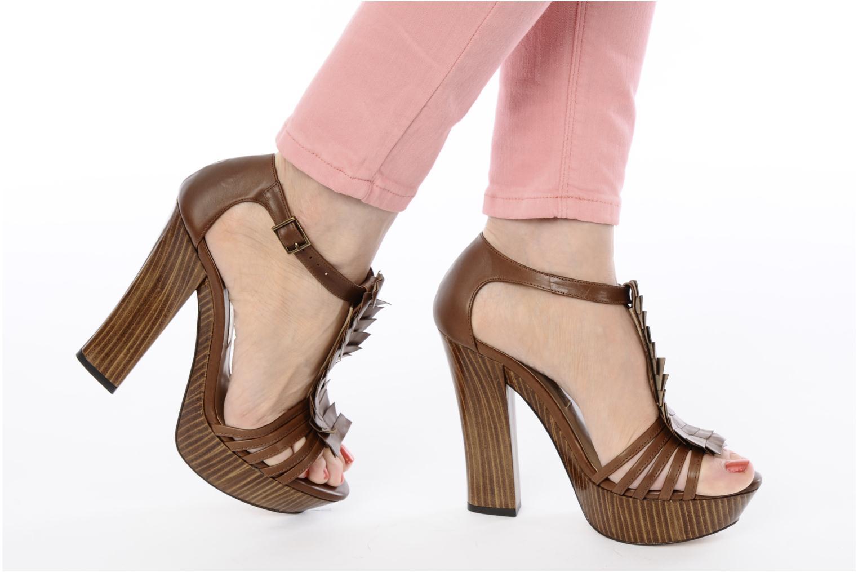 Sandales et nu-pieds Pura Lopez Krista Marron vue bas / vue portée sac