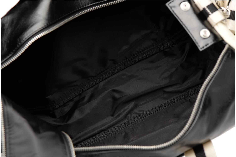 Sporttassen Fred Perry Classic Barrel Bag Zwart achterkant