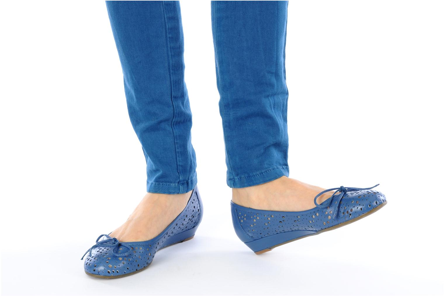 Ballet pumps Georgia Rose Tourine Blue view from underneath / model view