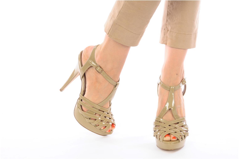 Sandales et nu-pieds Steve Madden HALLELU Beige vue bas / vue portée sac