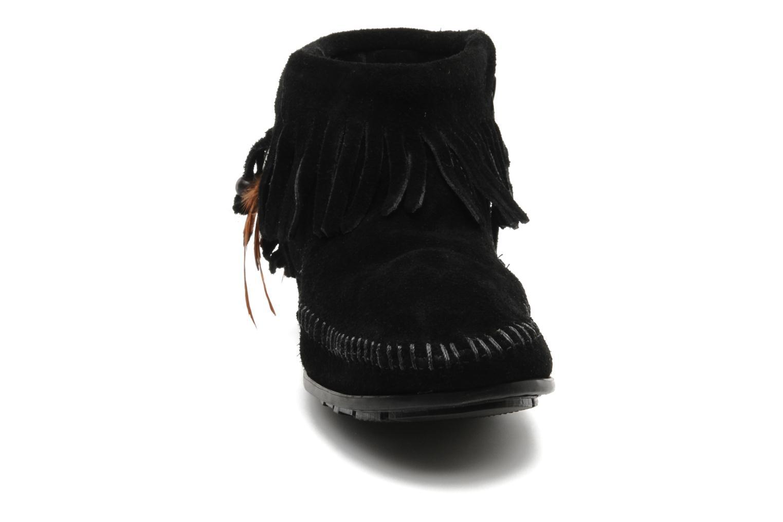 Ankelstøvler Minnetonka CONCHOFEATHER BT Sort se skoene på