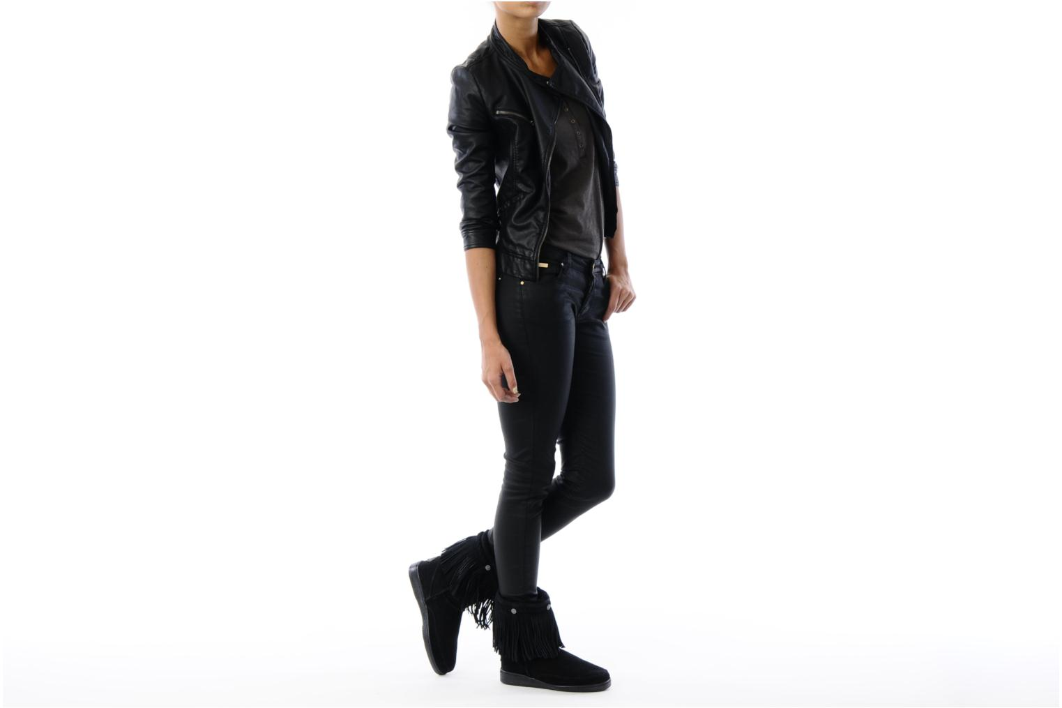 Ankle boots Minnetonka FRINGE CLASSIC PUG BT Black view from underneath / model view