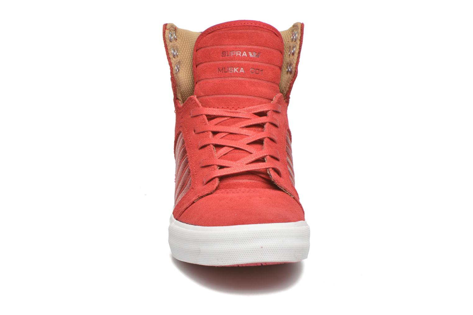 Baskets Supra Skytop w Rouge vue portées chaussures