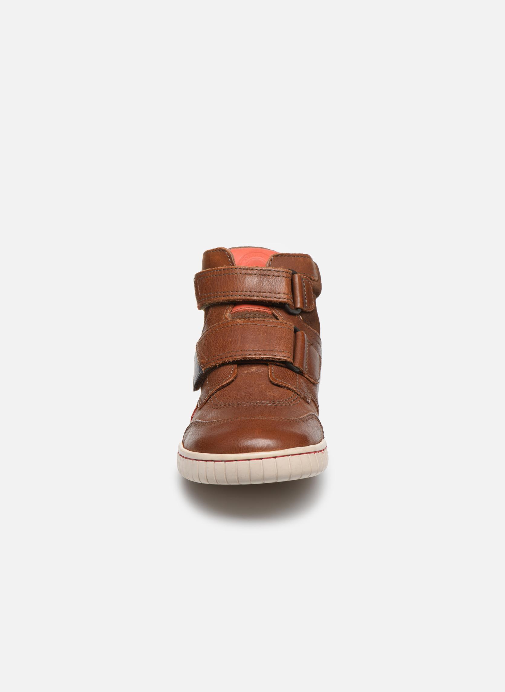 Chaussures à scratch Kickers Winsor Marron vue portées chaussures
