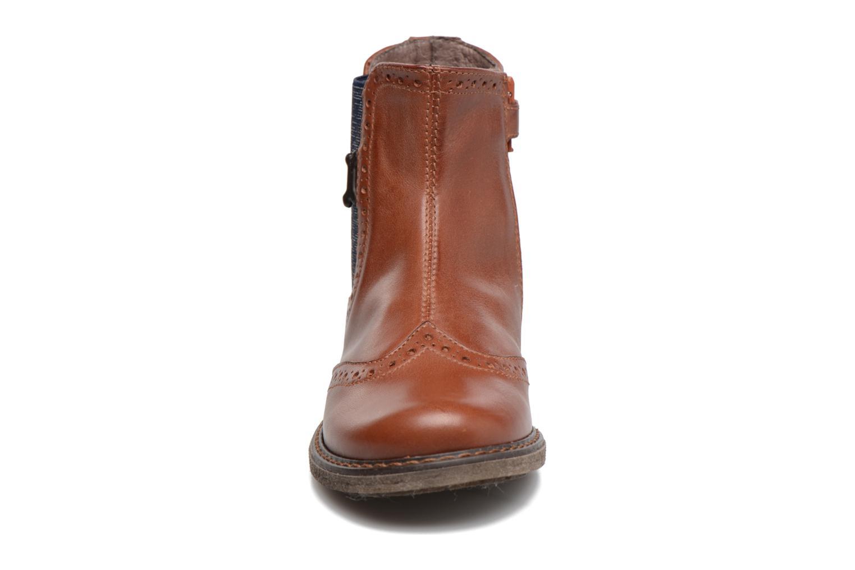 Boots Stones and Bones Evan Brun bild av skorna på