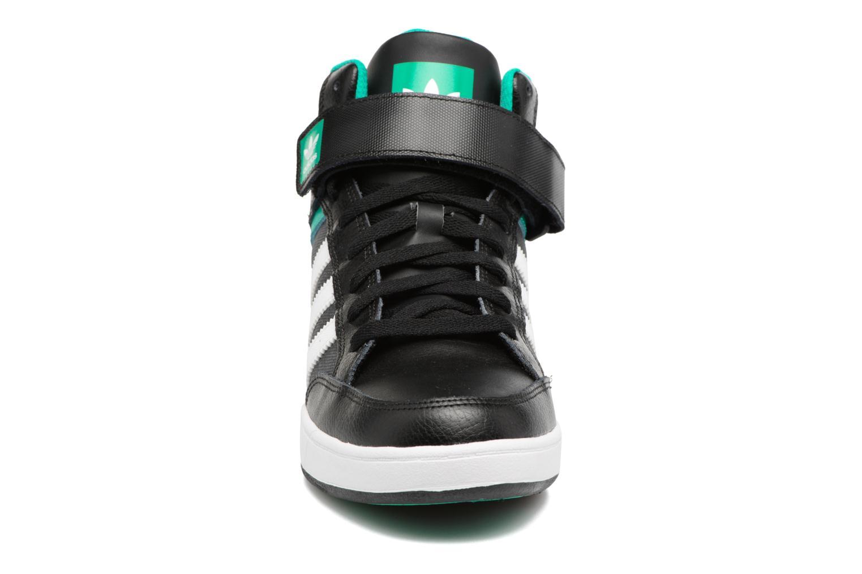 Sneakers Adidas Originals Varial Mid Nero modello indossato