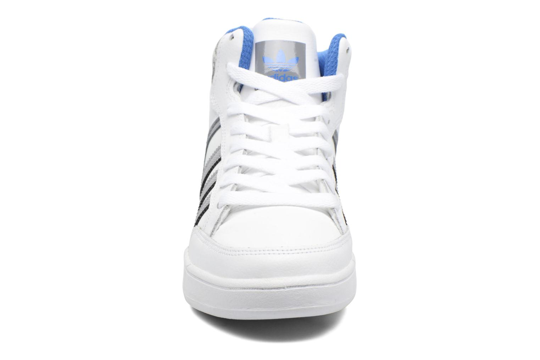 Baskets Adidas Originals Varial Mid J Blanc vue portées chaussures