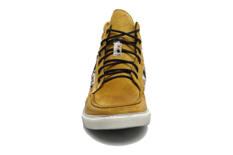 Sneaker Ylati Sibilla High beige schuhe getragen
