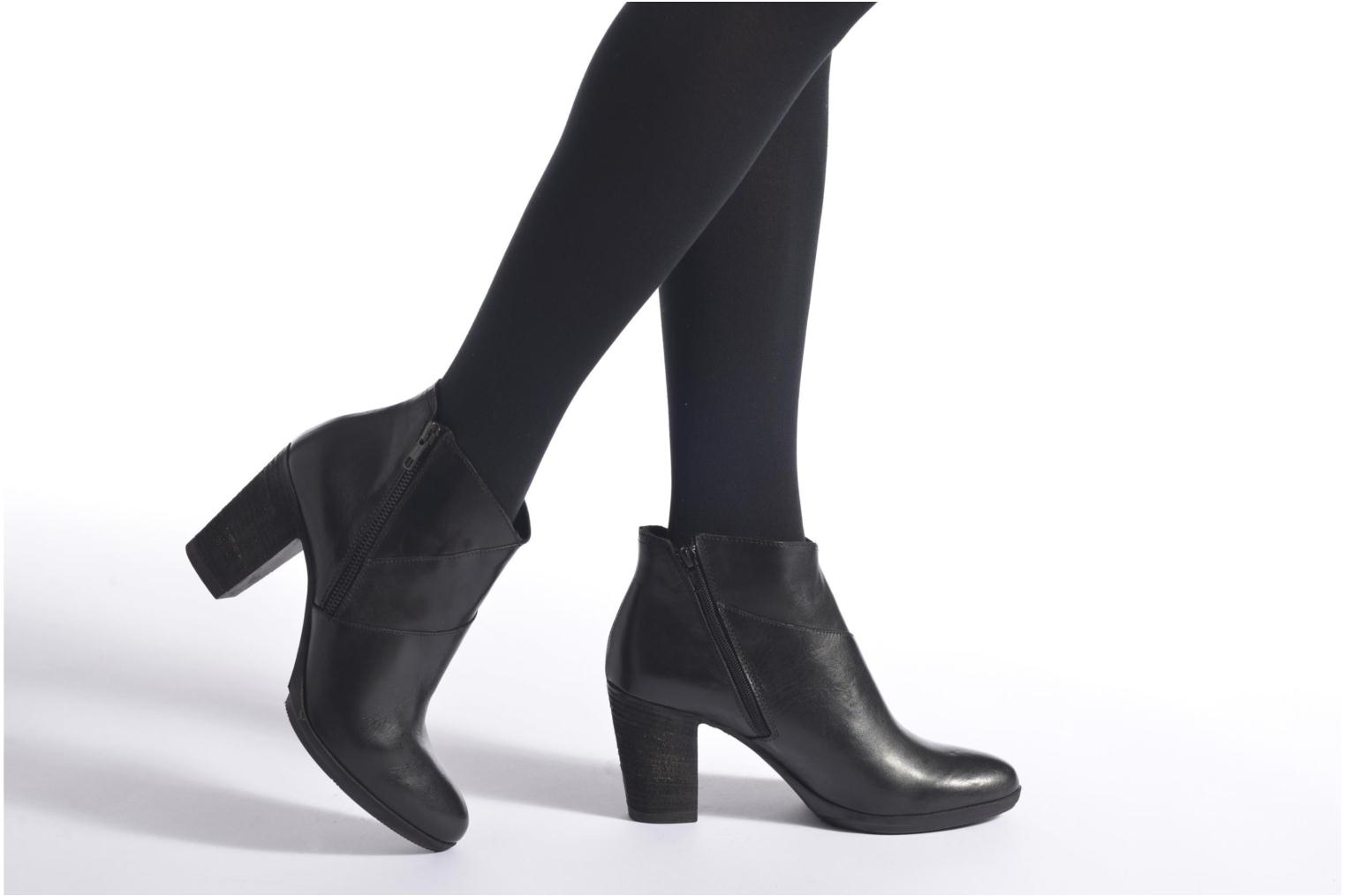 Ankle boots Khrio Eva Black view from underneath / model view