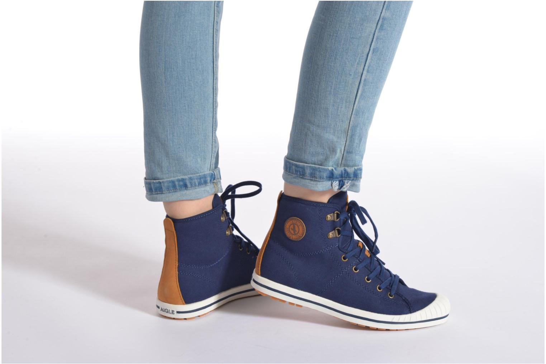 Schnürschuhe Aigle Kitangiri Mid W blau ansicht von unten / tasche getragen