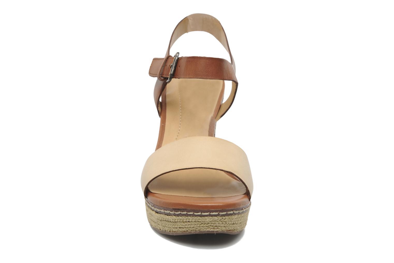 Sandales et nu-pieds Naturalizer LARK Marron vue portées chaussures