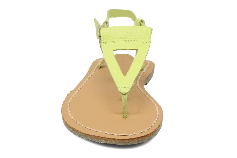 Sandales et nu-pieds Roxy Nymph Jaune vue portées chaussures