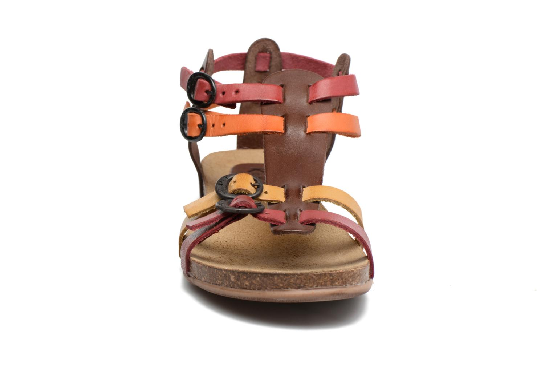 Sandaler Kickers Ana Brun se skoene på