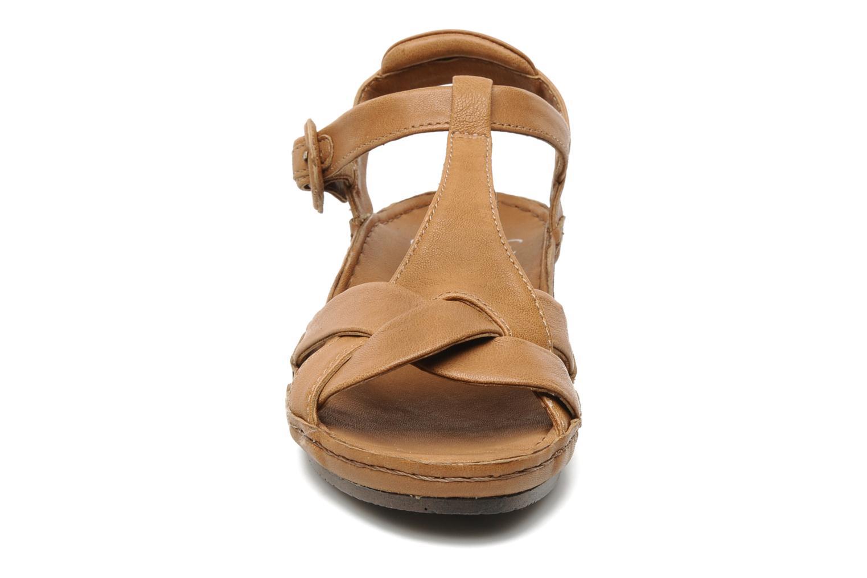 Sandalen Karston Iris braun schuhe getragen